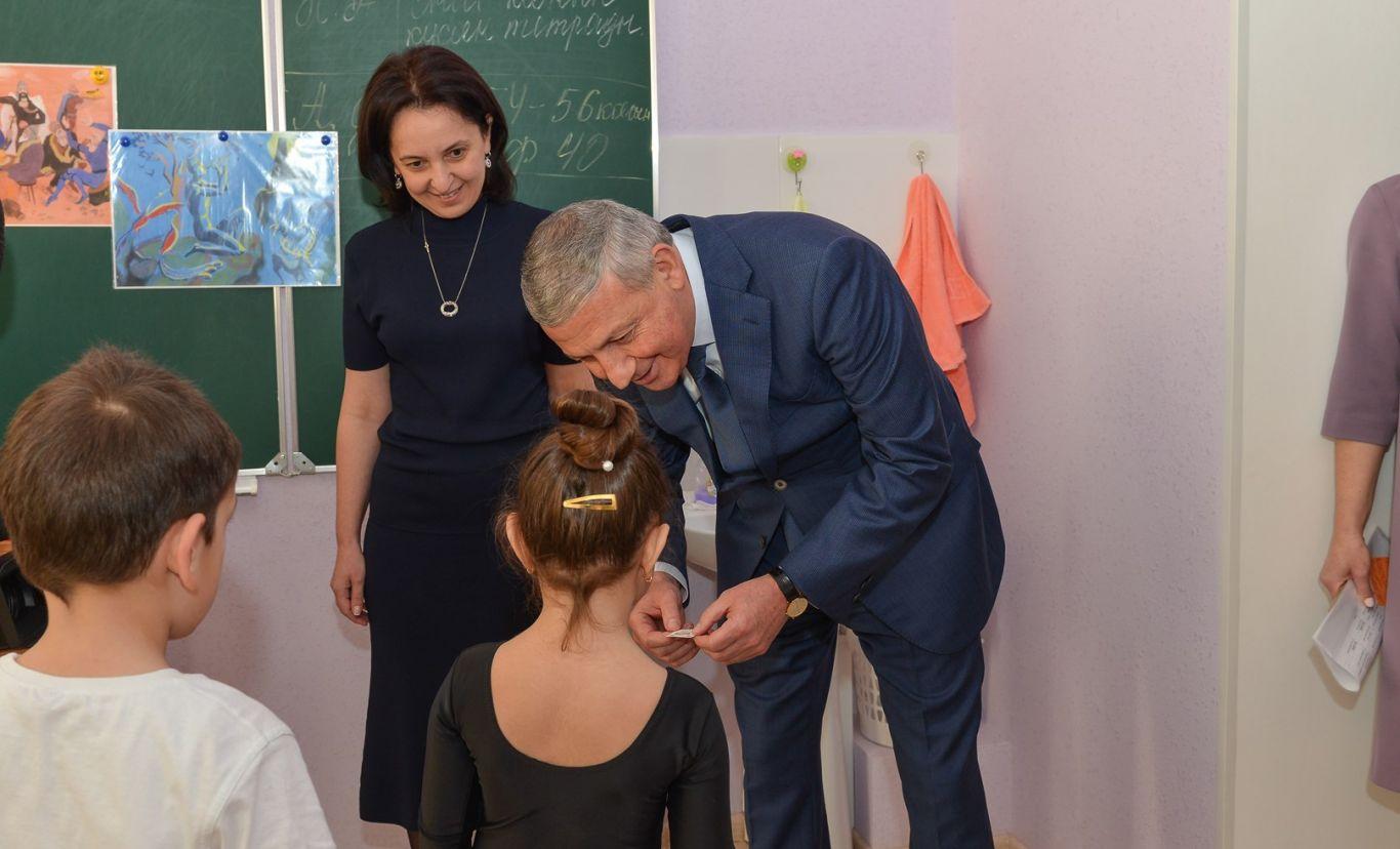 Битаров поинтересовался у учеников Аланской гимназии, нравится ли им учиться