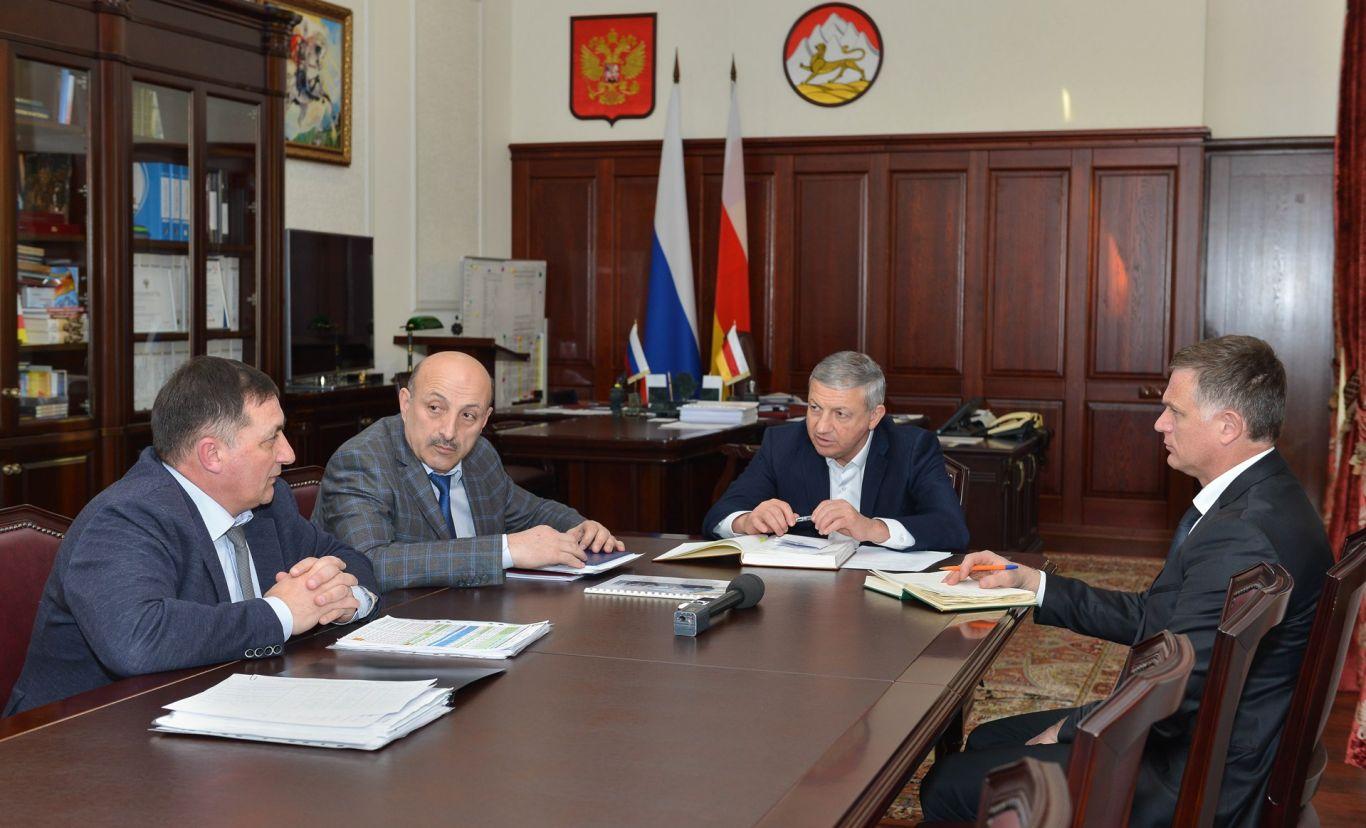 Более 1 млрд рублей вложат в дороги республики в 2018 году