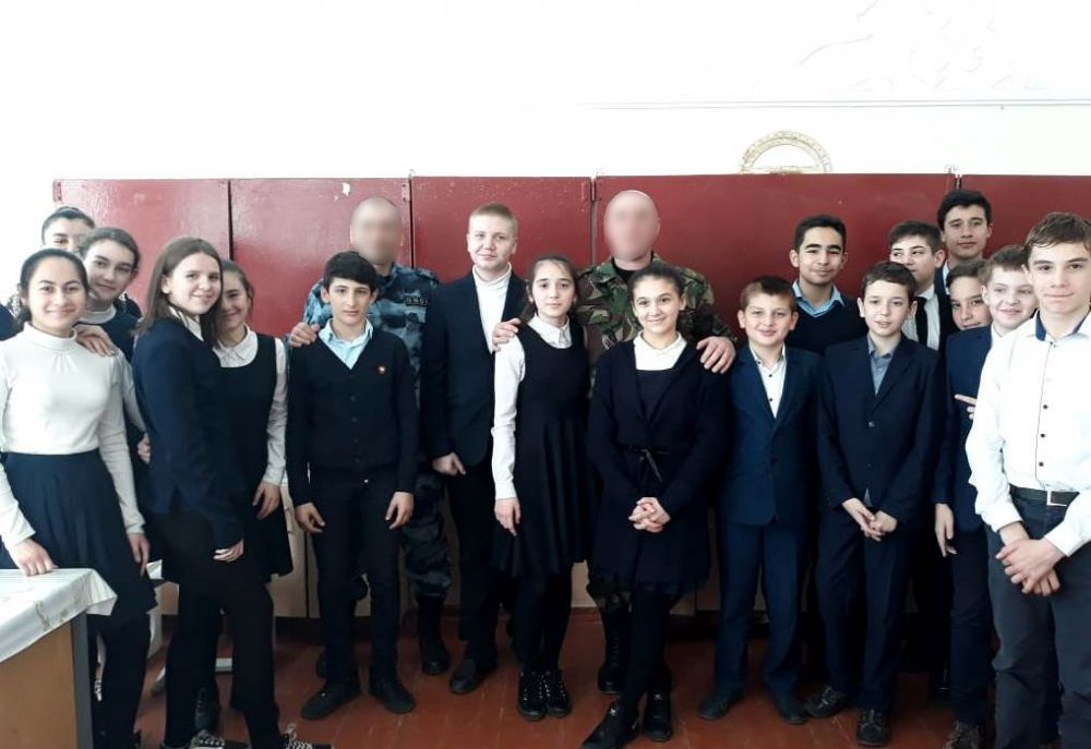 В школах Северной Осетии росгвардейцы проводят уроки мужества