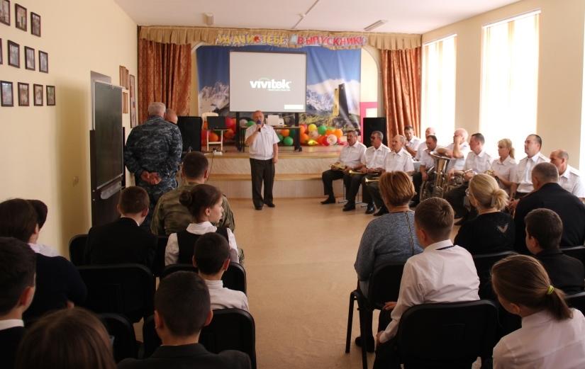 На уроке мужества росгвардейцы рассказали Владикавказским школьникам о Герое России Анатолии Романове