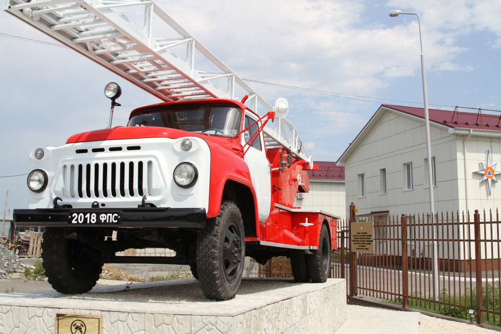 Во Владикавказе появился памятник североосетинским огнеборцам