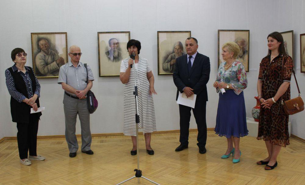 Во Владикавказе открылась выставка Александры Азовцевой