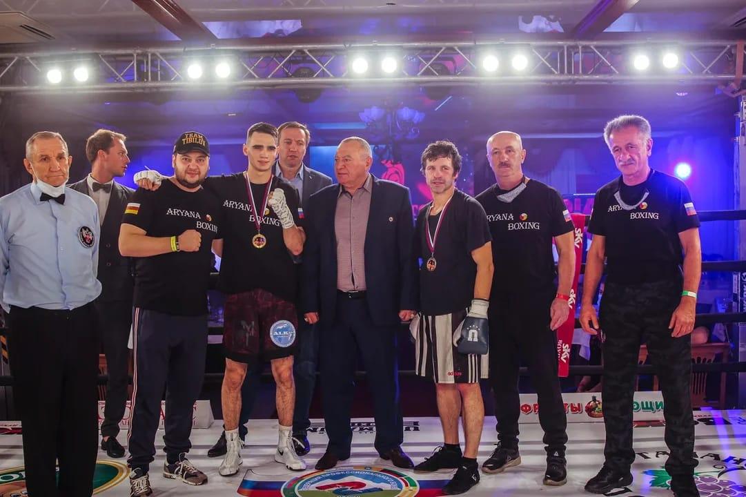 Александр Тибилов и Давид Чернозубов стали победителями боксерского турнира в Краснодаре