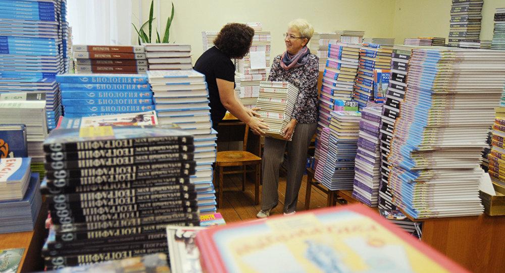 Более 255 тысяч новых учебников направят в школы Северной Осетии