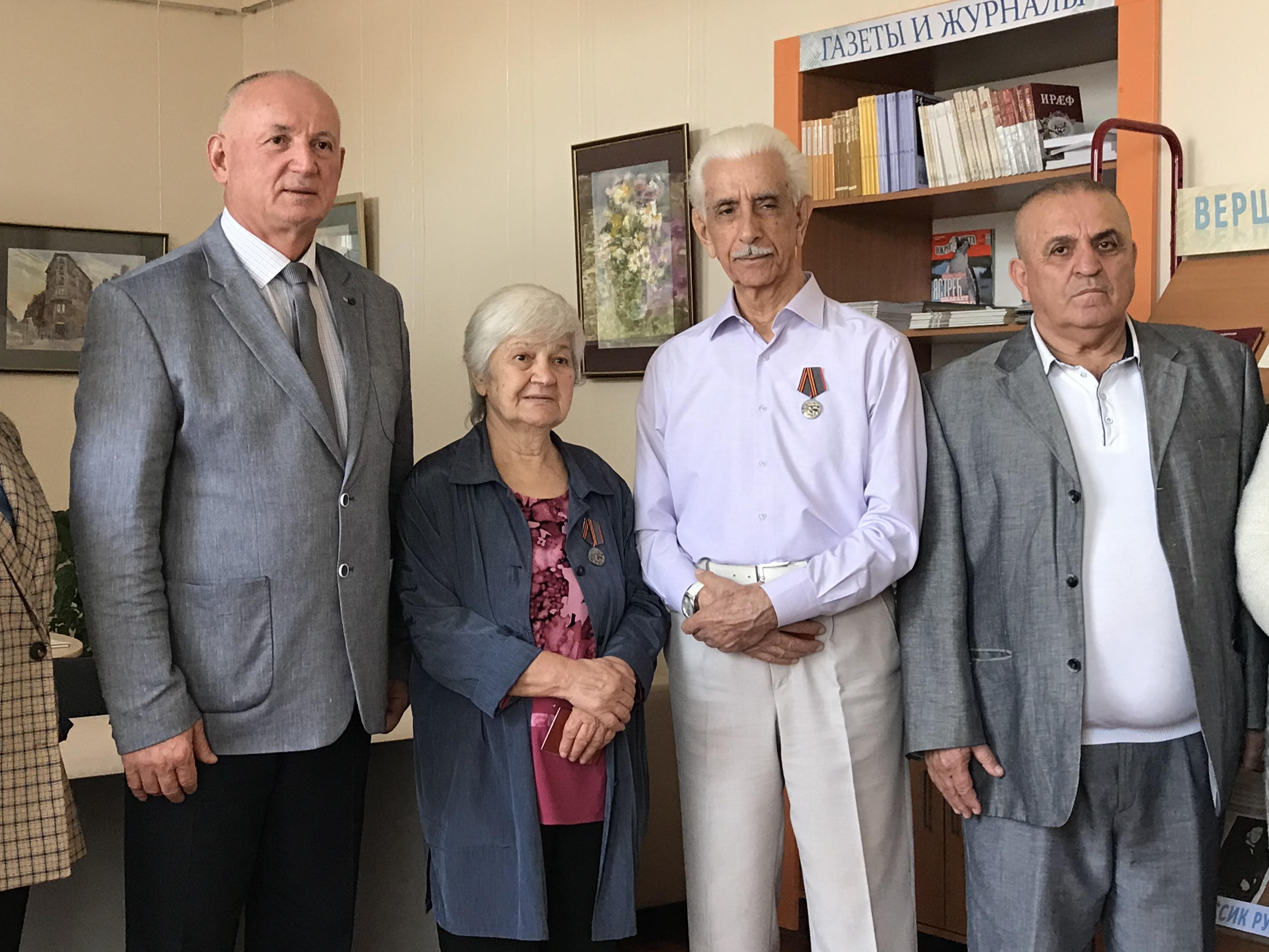 Тасолтан Мамсуров и Фиала Билаонова награждены медалями «Дети войны»