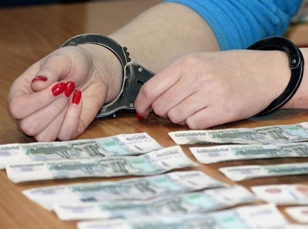 Главбух одного из медучреждения Владикавказа присвоила бюджетные средства, выписав себе завышенную зарплату